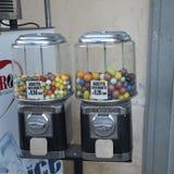 与泡泡糖的糖果分配器 免版税库存照片