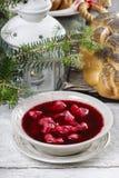 与波兰饺子uszka的甜菜根红色罗宋汤 库存图片
