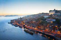 与波尔图,葡萄牙老镇的小山  免版税图库摄影
