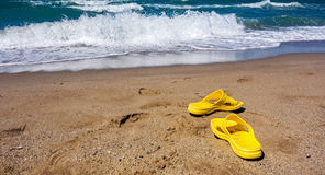 与波浪的海浪 海岸线 免版税图库摄影