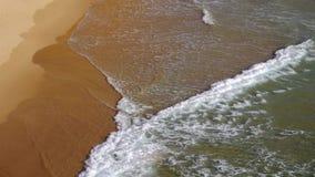 与波浪的海滩 股票录像