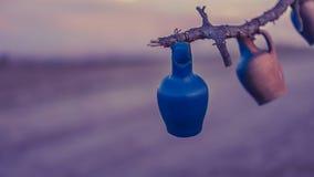 与泥罐的树在卡帕多细亚 免版税库存图片