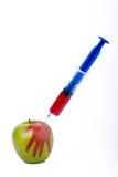与注射器的苹果计算机 库存照片