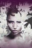与泪珠的妇女的面孔在抽象背景 免版税库存照片