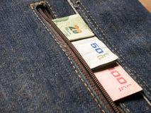 与泰国硬币一的泰国浴票据一百,五十和二十 免版税库存照片