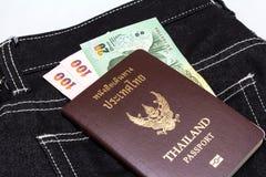 与泰国金钱的泰国护照 免版税库存图片