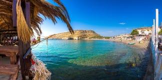 与洞的Matala海滩在使用作为一座罗马公墓的岩石 免版税库存图片