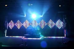 与洪水和LED光的音乐阶段 库存照片