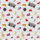 与流行艺术贴纸的无缝的样式与嘴唇,手,眼睛,录音机,卡式磁带,唱片,心脏,在被加点的tex的闪电 库存例证