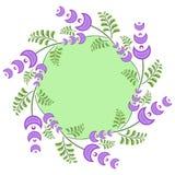 与浅紫色的花的春天花圈 免版税库存图片