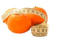 与测量的磁带饮食的成熟果子 免版税库存照片