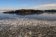 与海岛的冬天海景 图库摄影