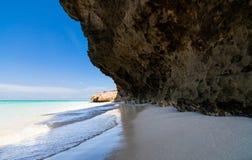 与海岸线的古巴加勒比海滩和海湾在哈瓦那 免版税库存照片