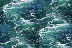 与海泡沫的海水作为无缝的背景 免版税图库摄影