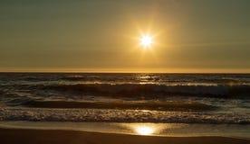与海浪的Mattole海滩在日落 库存照片