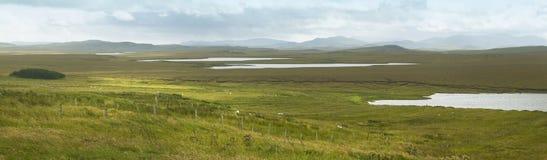 与海湾和荒野的苏格兰全景风景 刘易斯小岛 免版税库存图片