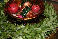 与海湾花圈的假日装饰品 免版税库存图片