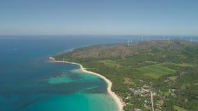 与海滩和海,风车的海景 菲律宾,吕宋 免版税图库摄影