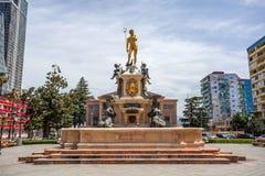 与海王星喷泉的方形的看法在巴统,乔治亚- 14 05 201 免版税图库摄影