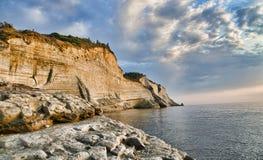 与海的峭壁 库存图片