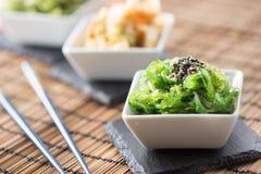 与海草和芝麻籽的Wakame沙拉 库存图片