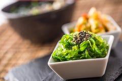 与海草和芝麻籽的Wakame沙拉 免版税库存照片