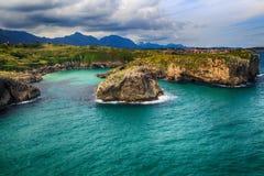 与海洋岸的风景在阿斯图里亚斯,西班牙 图库摄影