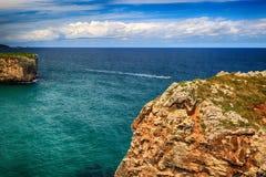 与海洋岸的风景在阿斯图里亚斯,西班牙 免版税库存照片