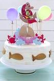 与海洋装饰的生日蛋糕 库存照片
