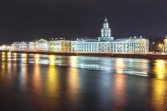 与涅瓦河的城市风景, 免版税图库摄影