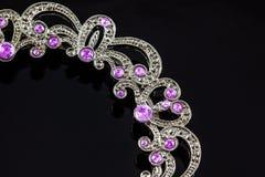 与淡紫色紫晶的银色冠状头饰 库存照片