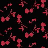 与深红玫瑰和叶子剪影的水彩无缝的样式在黑背景 中国主题 库存图片