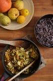 与混乱油煎的菜的黑米线 免版税库存照片
