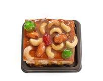 与混合螺母和干果的果子蛋糕 免版税库存图片