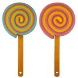 与混杂木棍子的把柄的五颜六色的棒棒糖蛋糕海绵- 免版税库存照片