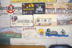 与混杂绘画的砖 免版税库存照片