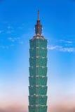 与清楚的天空的台北101大厦 免版税库存照片