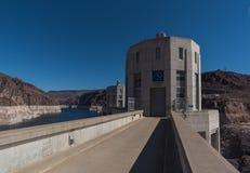 与清楚的天空的胡佛水坝 免版税库存照片