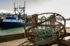 与渔船的螃蟹网在背景中 免版税库存照片