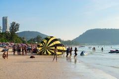 与游人的拥挤Patong海滩,普吉岛,泰国 库存图片