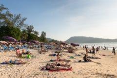 与游人的拥挤Patong海滩,普吉岛,泰国 库存照片