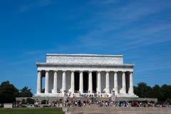 与游人的林肯纪念堂 免版税库存照片