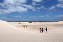 与游人的海岸线 加那利群岛西班牙 免版税库存照片