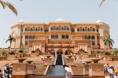 与游人的酋长管辖区华园大饭店阿布扎比的,阿拉伯联合酋长国 免版税库存照片