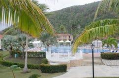 与游泳池的古巴度假胜地 图库摄影