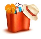 与游泳衣的海滩袋子。 免版税图库摄影