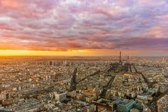 与游览埃菲尔,巴黎,法国的巴黎地平线 图库摄影