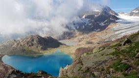 与湖和云彩的横向 免版税库存图片