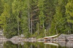 与湖和森林Enonkoski地区的芬兰风景 免版税库存图片