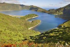 与湖的亚速尔群岛风景 Lagoa做Fogo,圣地米格尔 葡萄牙 免版税库存图片